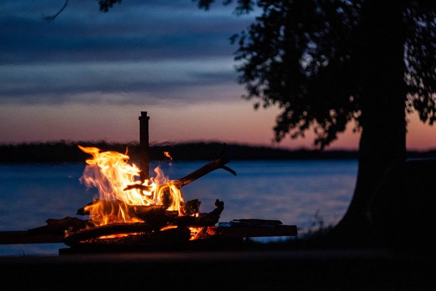 Feuerzeremonie vor den Rauhnächten